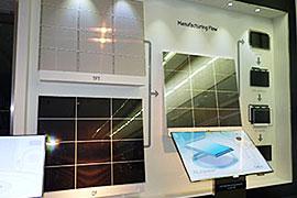 2階には、液晶の製造工程に関する展示がある