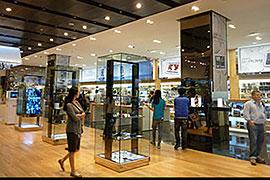 地下1階は、フラッグシップショップとなっており、サムスン電子のモバイル製品やPC、アクセサリーなどを購入できる