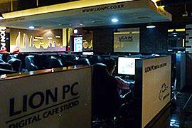 LION PCの店内。この店舗では、喫煙スペースと禁煙スペースに分かれて、合計60台のPCが設置されているが、そのすべてにSamsung SSD 830が搭載されている